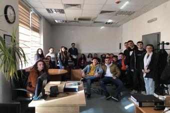 """AKS, me datën 03 shkurt 2020, mbanë sesion informativ për nxënësit e shkollës së mesme """"Hoxhë K. Prishtina"""". Qëllimi i këtij sesioni ishte ngritja e vetëdijes tek të gjithë nxënësit e shkollës së mesme për rolin dhe rëndësinë e standardeve."""